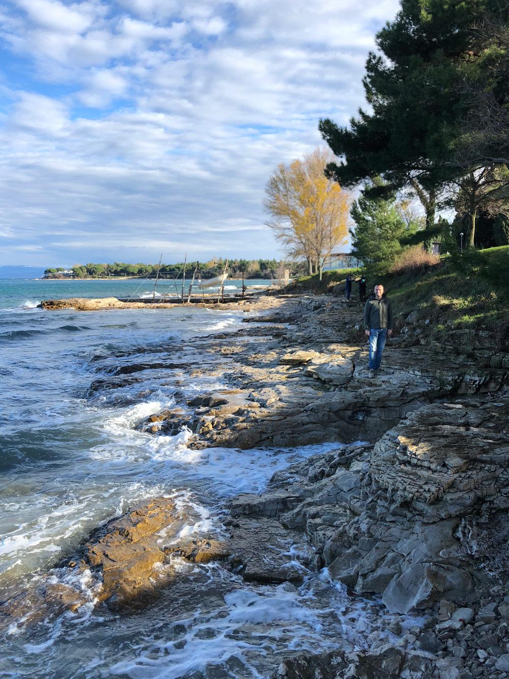 В соседнюю с Умагом Савудрию едут ради красивых в любое время года пейзажей. На фото — декабрь