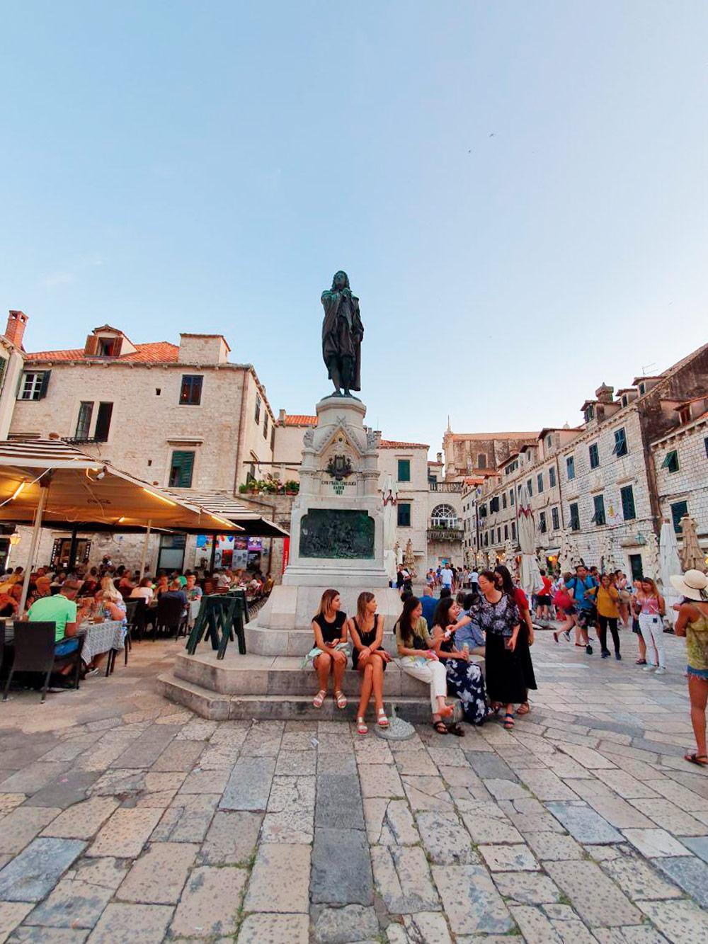 В На улицах Дубровника много туристов со всей Европы и часто слышна русская речь