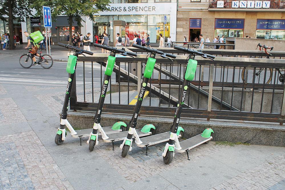Электросамокат Lime S. Очень многие ездят на них по городу