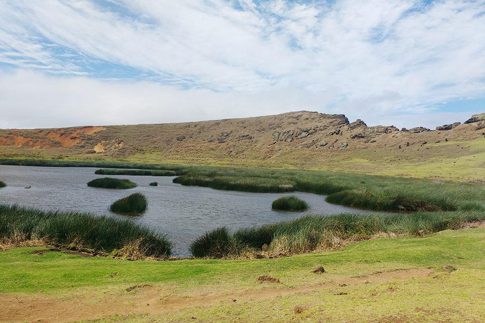 Озеро завулканом Рано-Рараку