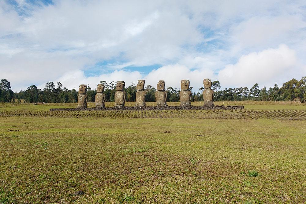 Семь одинаковых моаи наАху Акиви