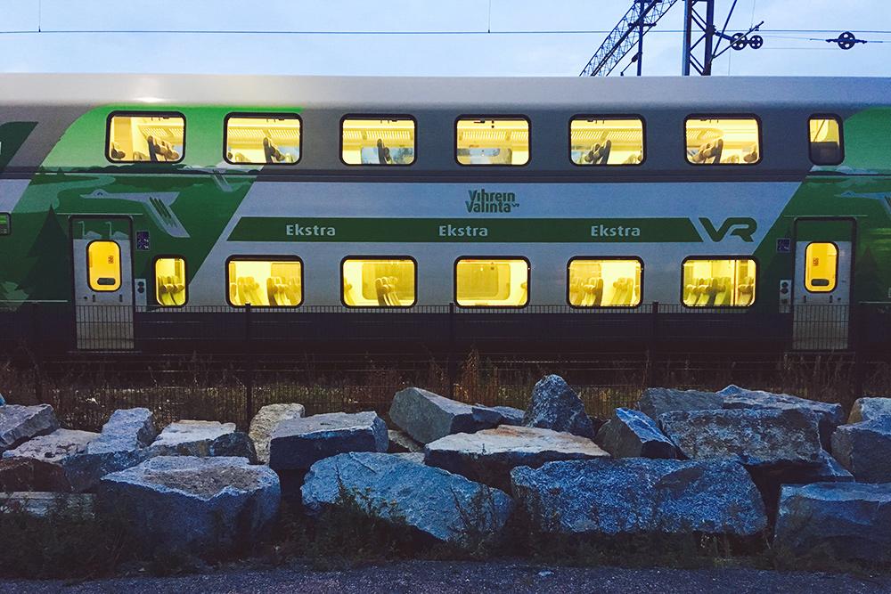 Поезда между крупными городами в Финляндии бывают двухэтажные: в них можно перевозить велосипеды, детские коляски, лыжное и другое снаряжение