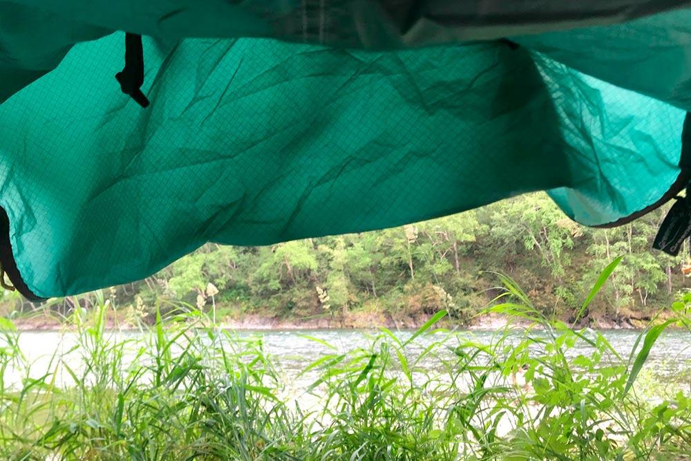 Утренний вид из палатки во время сплава компенсирует все неудобства