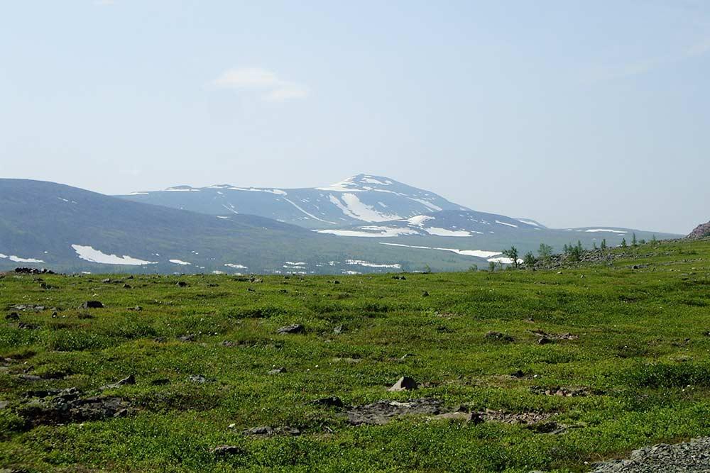 В июле в горах все еще лежит снег