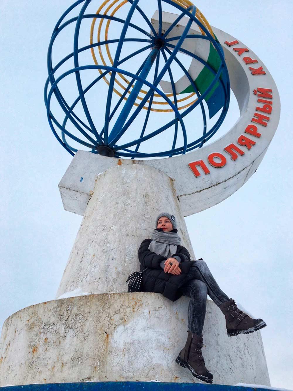 К памятному знаку часто приезжают туристы, чтобы сфотографироваться. Источник: Ольга Курсова