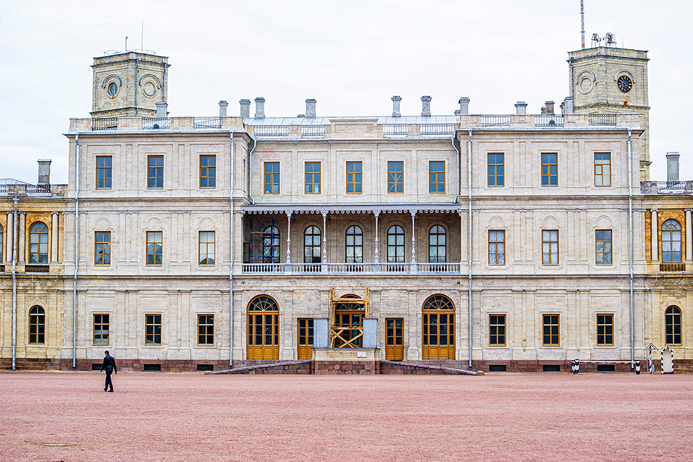 После смерти Григория Орлова Екатерина подарила дворец своему сыну Павлу. Когда Павел пришел к власти, он сделал дворец императорской резиденцией