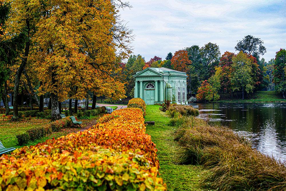 У павильона Венеры хорошо фотографироваться осенью