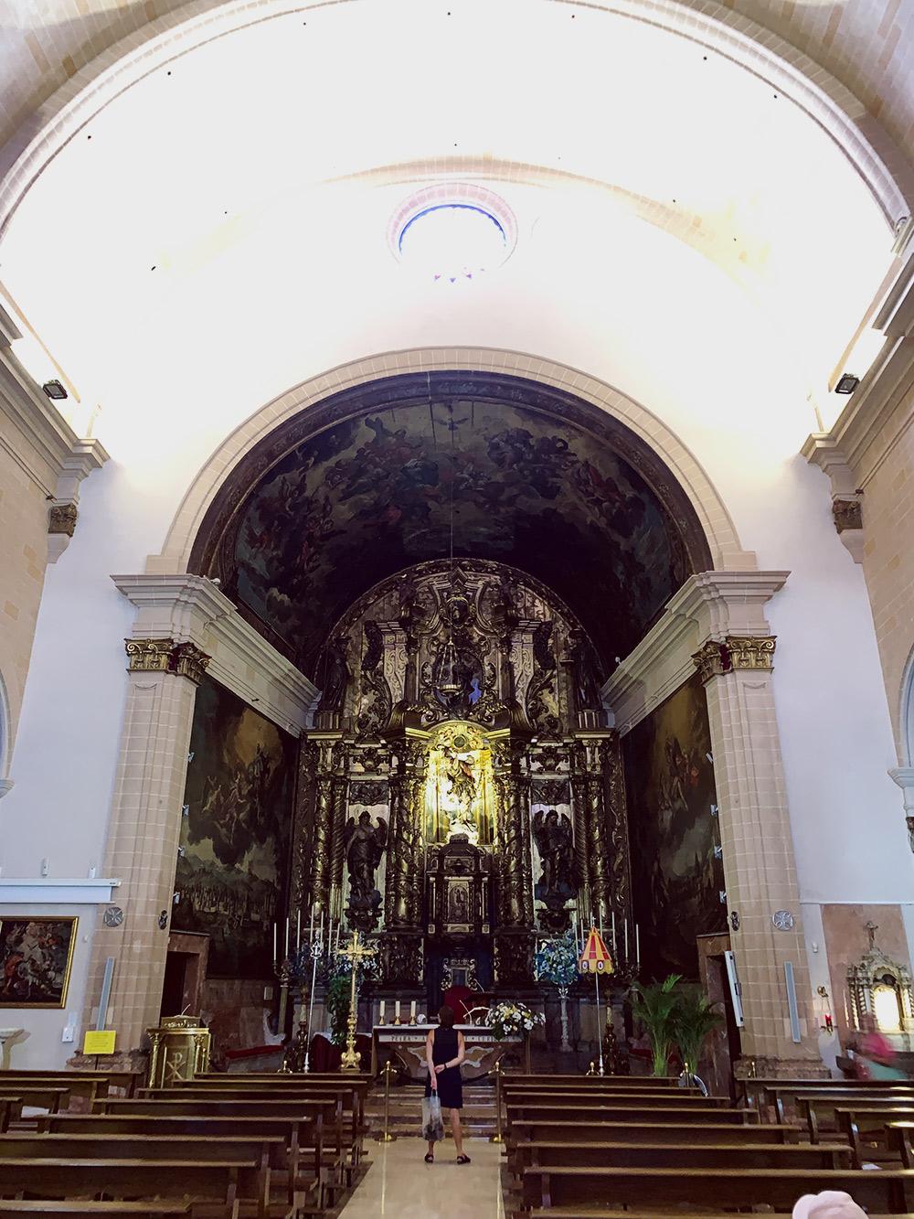 Все церкви на Майорке бесплатные для посещения. В эту зашли, потому что она названа в честь моего тезки — святого Николая
