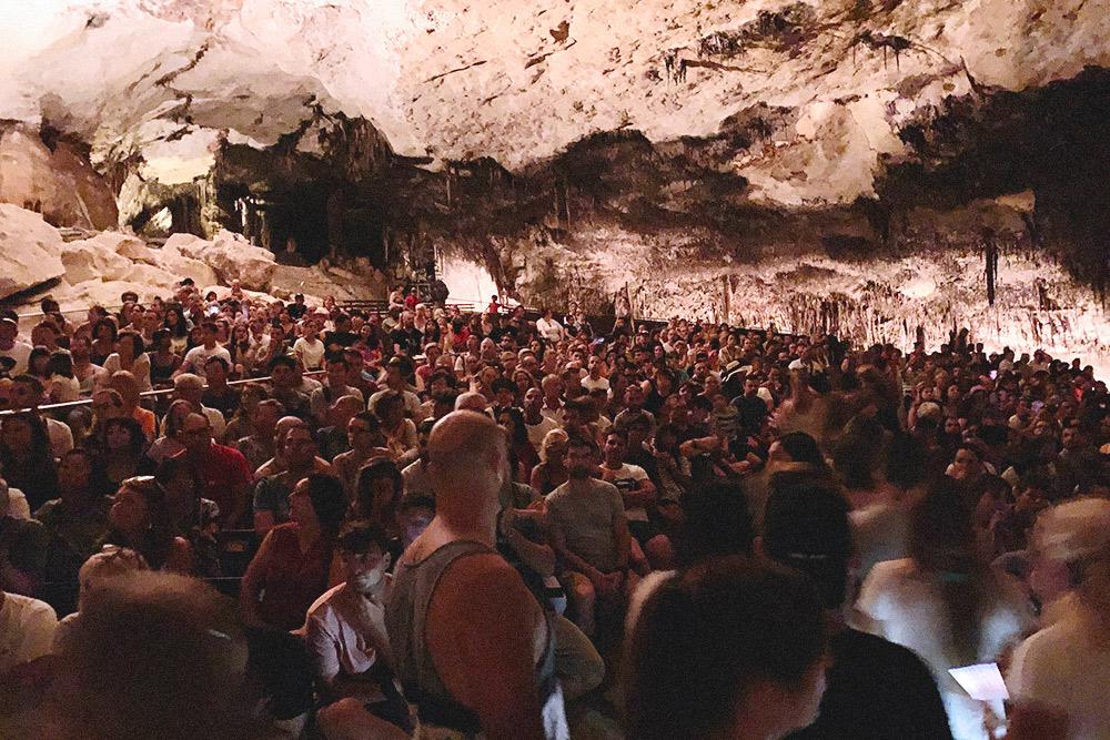 Туристы готовятся к живому концерту на воде. Это все, что нужно знать о популярных туристических местах на Майорке