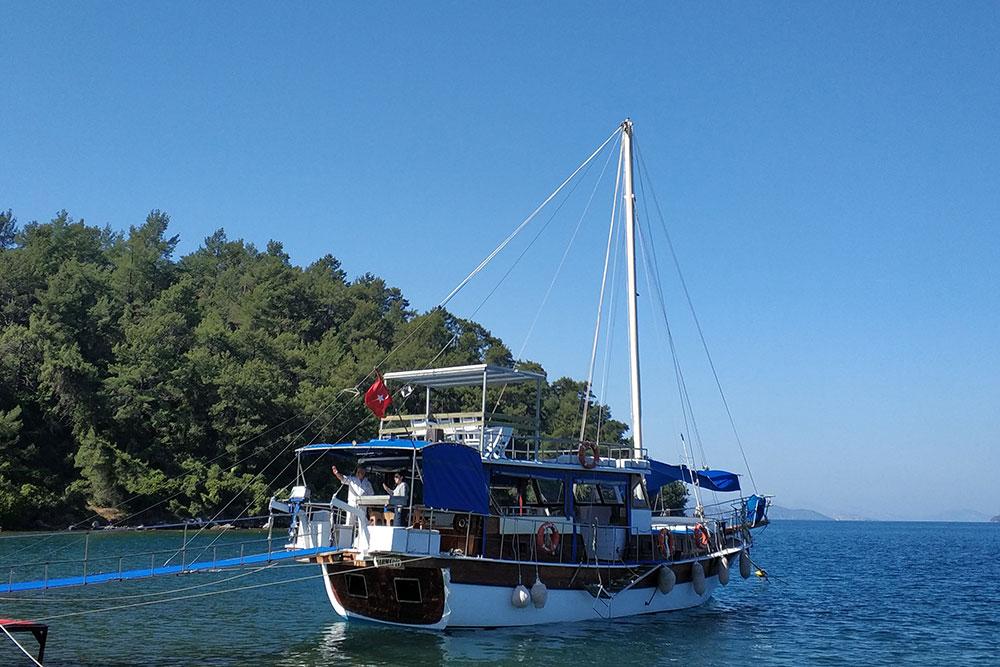 Прогулочный кораблик на 16 человек
