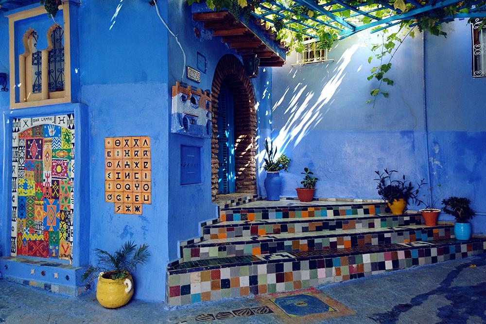 Марокко знаменито синими домами. Такие есть в городе Шефшауэне на севере страны