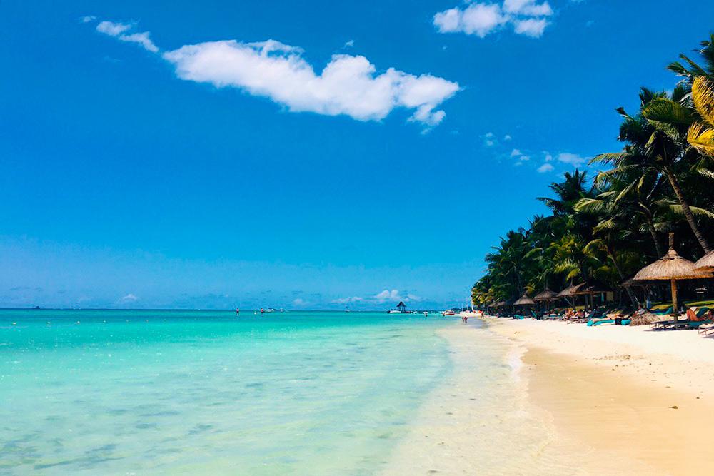 Пляж Тру-о-Биш считается одним из лучших на Маврикии, но мне больше понравился Мон-Шуази