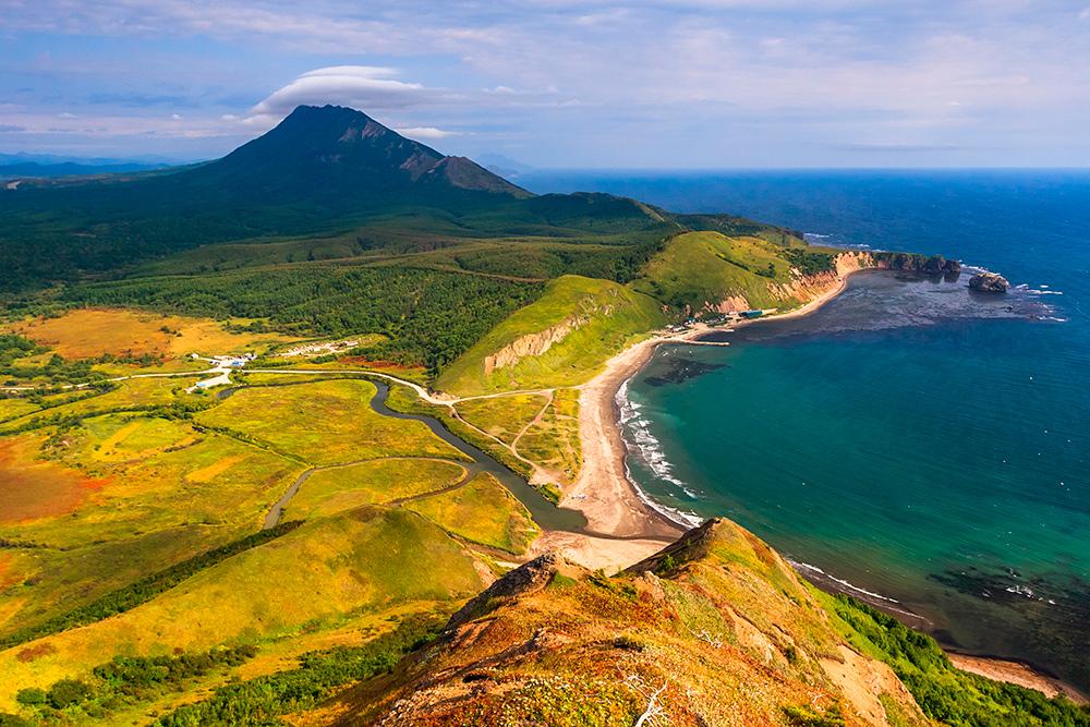Тихая — одно из самых живописных мест на острове. Источник: DmitrySerbin / Shutterstock