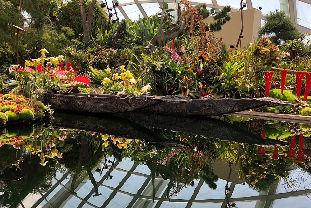 В «Облачном лесу» есть небольшой пруд. Правда, в воде отражается не небо, а строительные балки