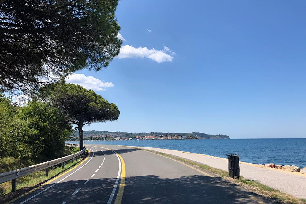 Между Копером и Изолой проложена пешеходно-велосипедная дорога длиной 6 км