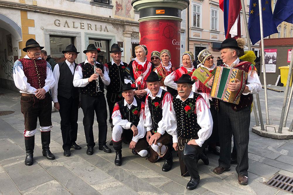 Словенцы любят по праздникам носить национальные костюмы