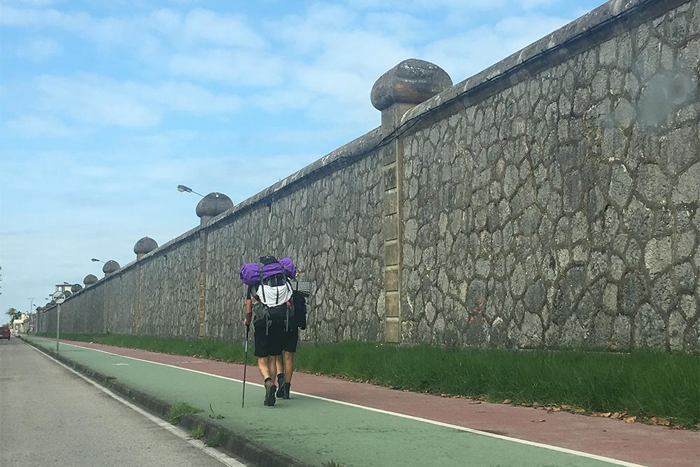 На севере Испании часто встречаются пилигримы. Каждый раз, смотря на них, тоже хочется отправиться пешком в Сантьяго