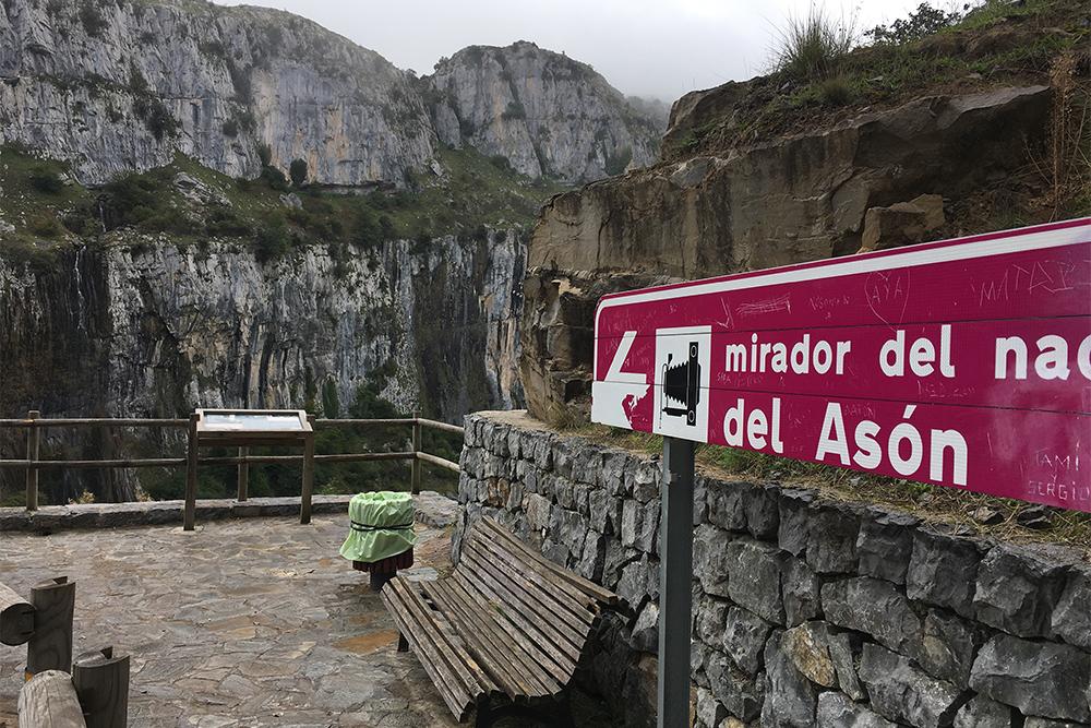 Если на дороге установлена табличка со словом mirador, советую остановиться: это значит, что с этого места открывается красивый вид