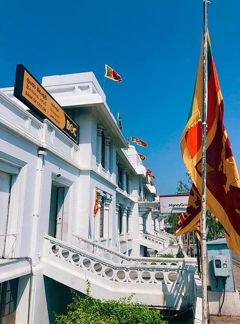 Здания сохранились со времен, когда Цейлон был британской колонией