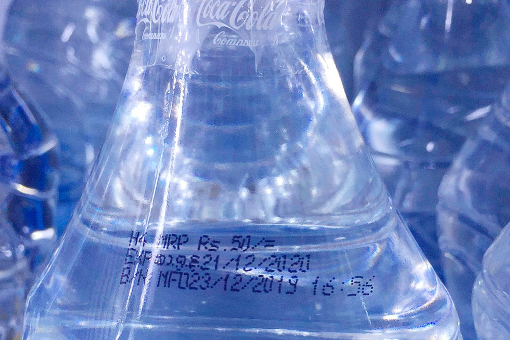 Цена, напечатанная на бутылке с водой. Местная Bonaqua от Coca-Cola здесь называется Kinley и стоит, как и вода любого другого бренда, 50 Rs (20<span class=ruble>Р</span>) за пол-литра