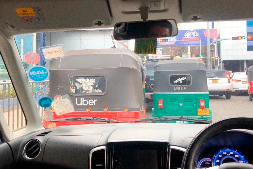 «Убер» брендирует свои тук-туки на Шри-Ланке