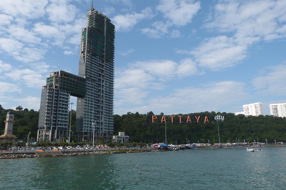 Фото сделано с пристани, откуда отправляется большинство экскурсий по ближайшим островам