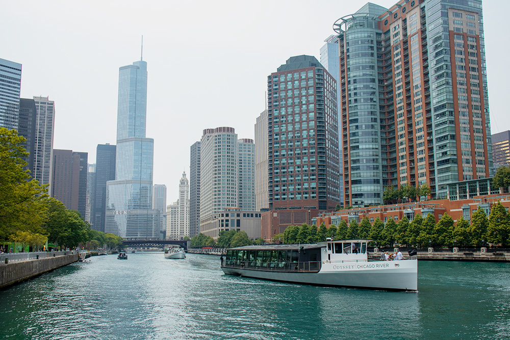 В Чикаго стоит обязательно прокатиться на кораблике
