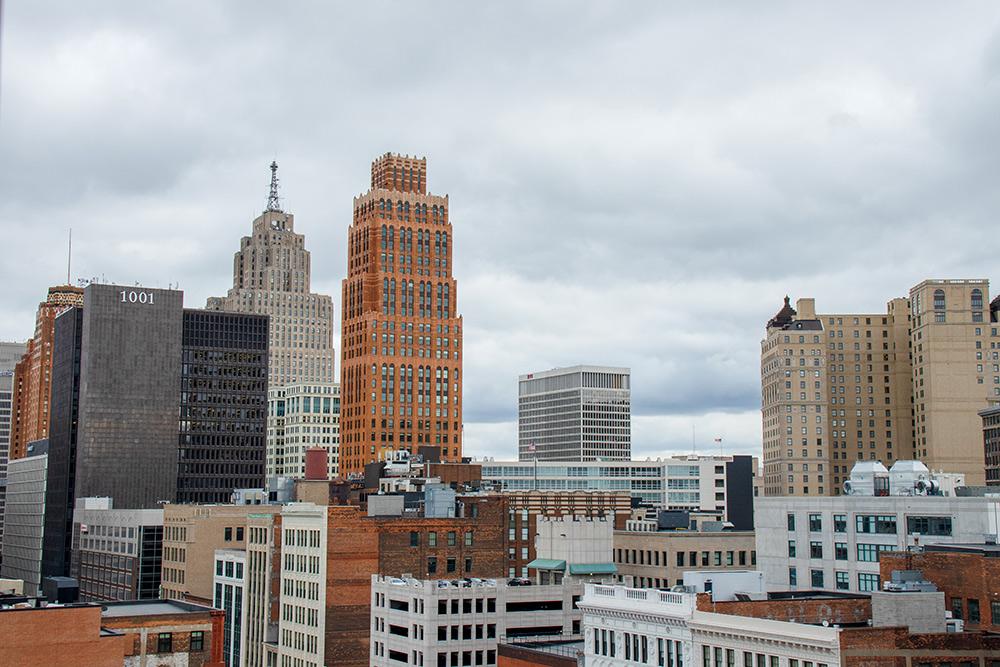 Деловой центр в американских городах называют даунтауном. Это центр Детройта