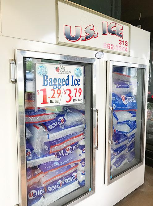 3 килограмма льда стоят 1,29$ (83<span class=ruble>Р</span>)