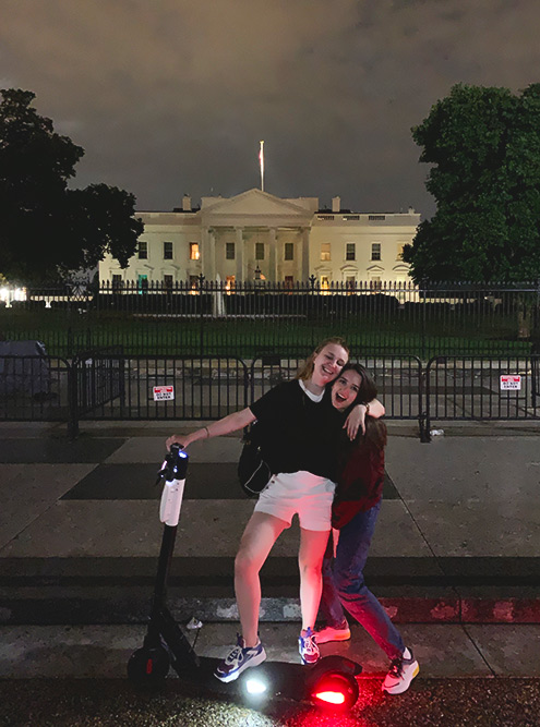 По Вашингтону хорошо кататься на самокатах. Их можно взять в аренду, например в приложении «Убер»