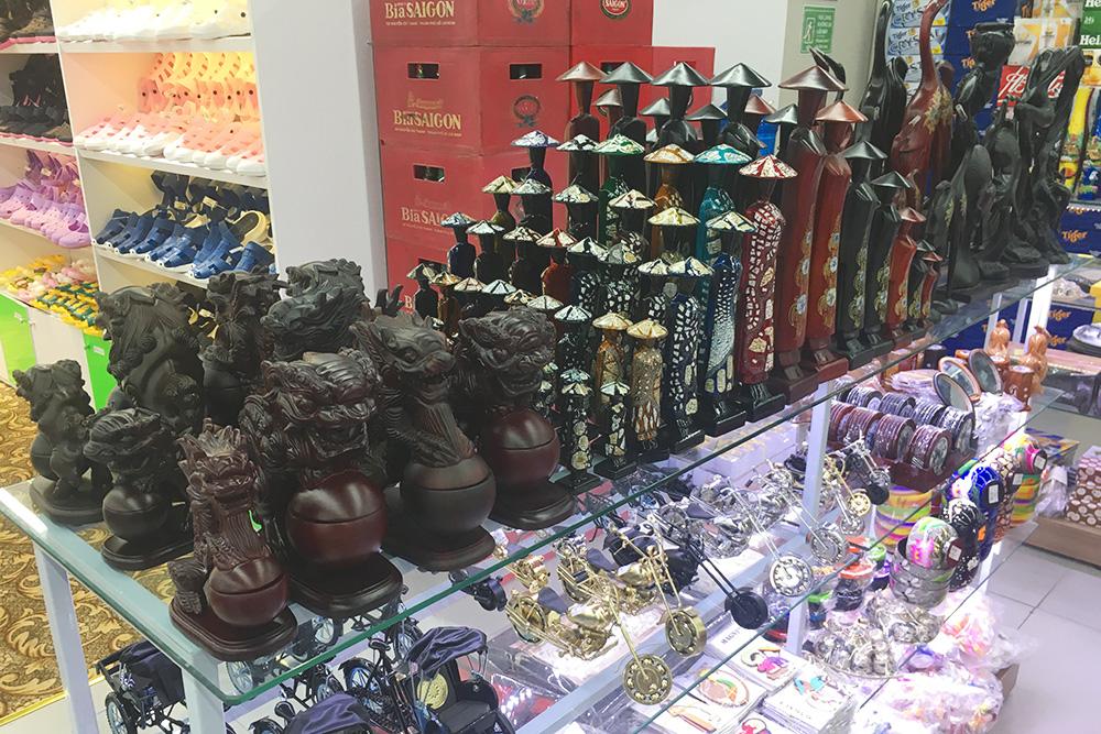 Сувениры в одном из торговых центров Нячанга