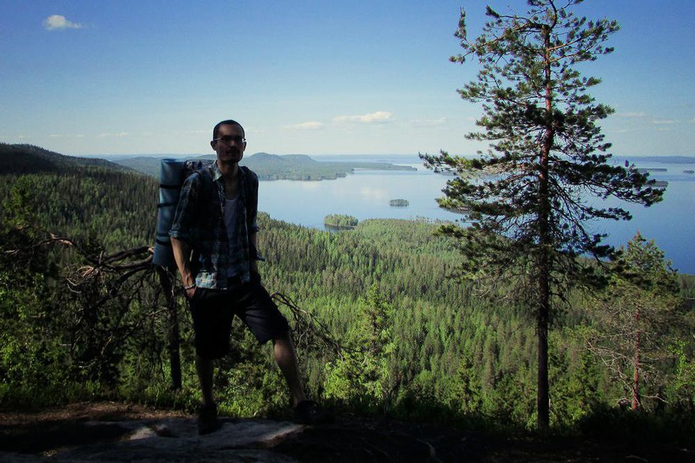 Я прошел по маршруту в 30 км по национальному парку «Коли» в мае 2016 года. С его сопок открываются такие виды