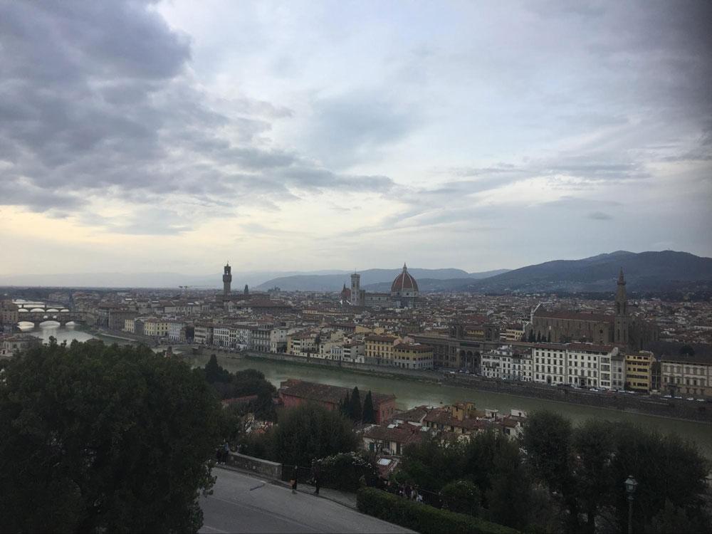 Как ни странно, такой вот сероватый пейзаж во Флоренции можно увидеть часто