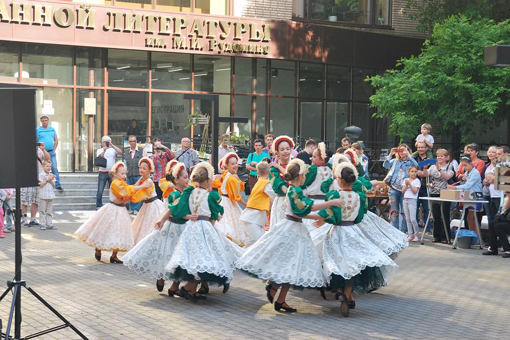 В Центре славянских культур можно не только попрактиковаться в украинском и словенском, но и познакомиться с культурой и традициями разных стран. Например, каждый год здесь проходит фестиваль «СЛАВный день в Иностранке» — с мастер-классами, уроками, народными танцами, концертами и лекциями