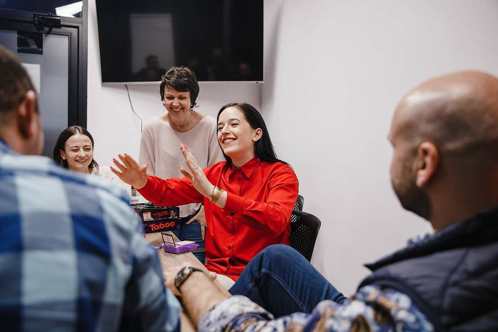 До того как из-за коронавируса все закрылось, участники встречались в Abba Centre, играли на английском в Taboo и Alias, проводили чайные и винные дегустации