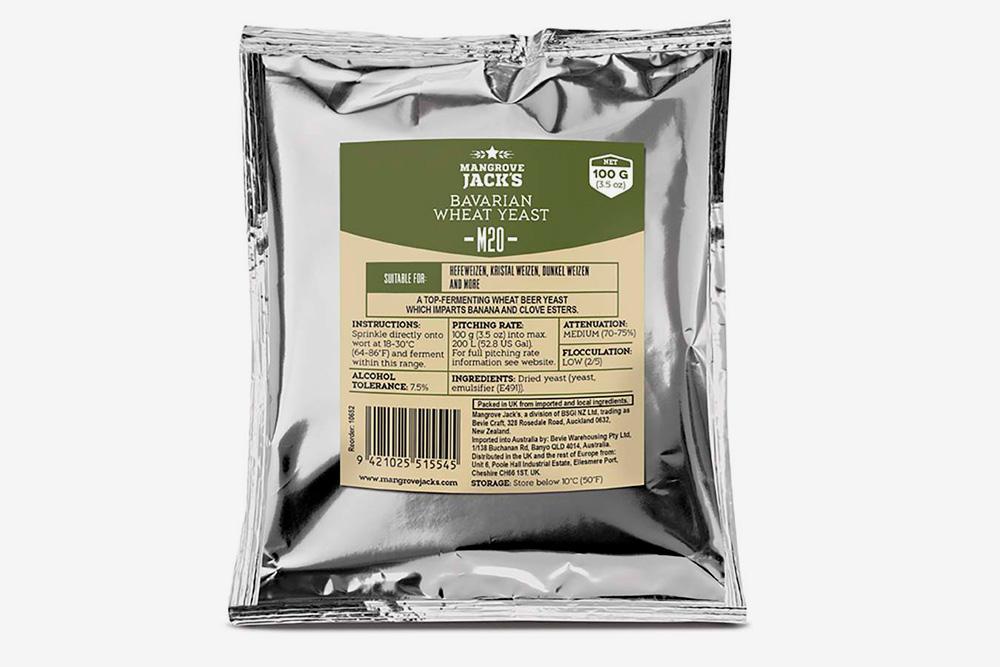 Пакетик элевых дрожжей штамма M20. Такими сбраживают вайцены — пшеничное пиво в баварском стиле. На фото — пакет со 100г дрожжей, его хватит примерно на 200л сусла. Чтобы сварить 20—25 л, достаточно 11-граммового пакетика
