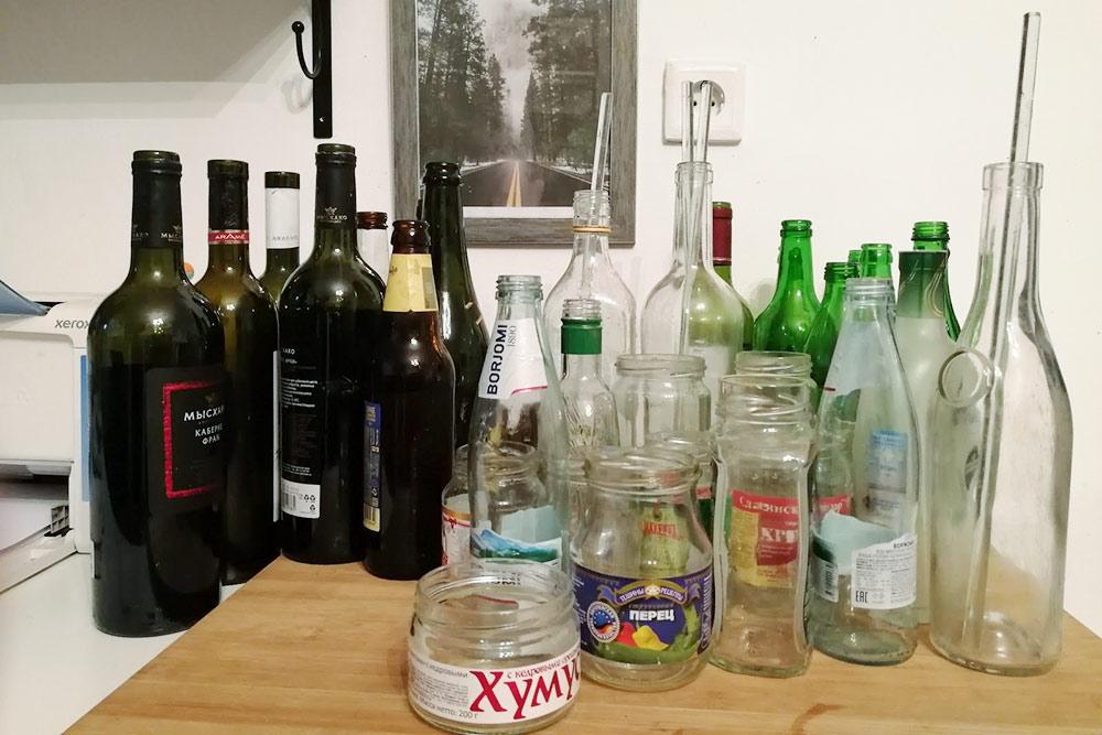 Столько мусора из стекла у нас накопилось за два месяца. В пункте сбора нам даже дали за него 28<span class=ruble>Р</span>