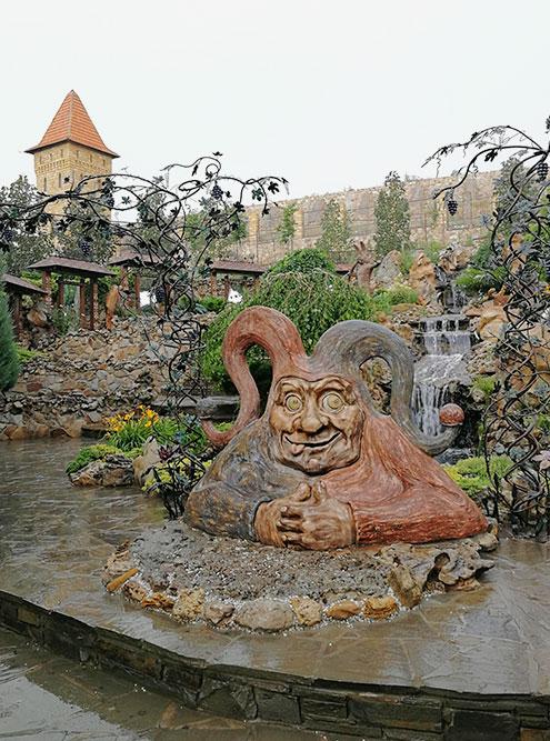 Парк «Лога» в Каменске-Шахтинском. На территории я ощущала себя как в сказке