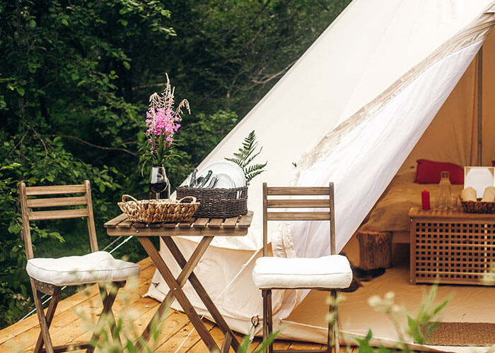Так выглядят наши шатры снаружи и изнутри