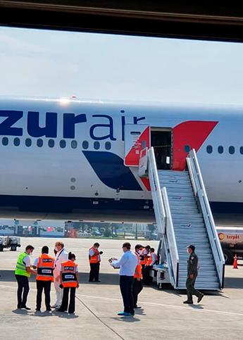 В военном аэропорту мы ждали самолета из Бразилии: он забирал там других российских туристов. Мы благодарны МИД и посольству за организацию этого рейса