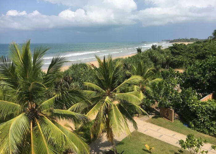 С балкона нашего номера в отеле на Шри-Ланке было видно океан