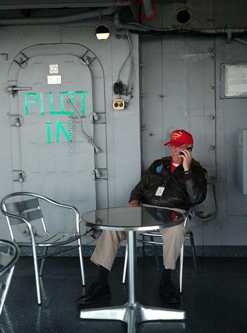 Мы побывали на авианосце в Сан-Диего. Там военные пенсионеры общались с такими зеваками, как мы, и рассказывали про службу. Они не получают за это деньги: просто гуляют в свое удовольствие