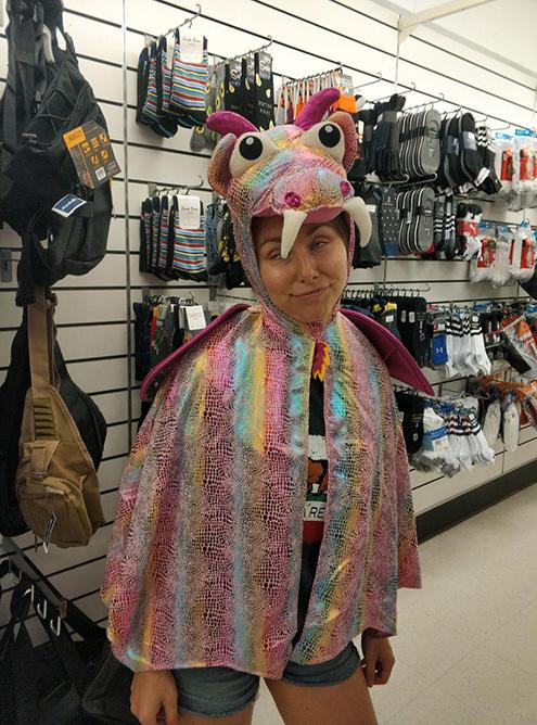 Детский костюм дракона за 8$ (602<span class=ruble>Р</span>). В период Хэллоуина что только не продавали