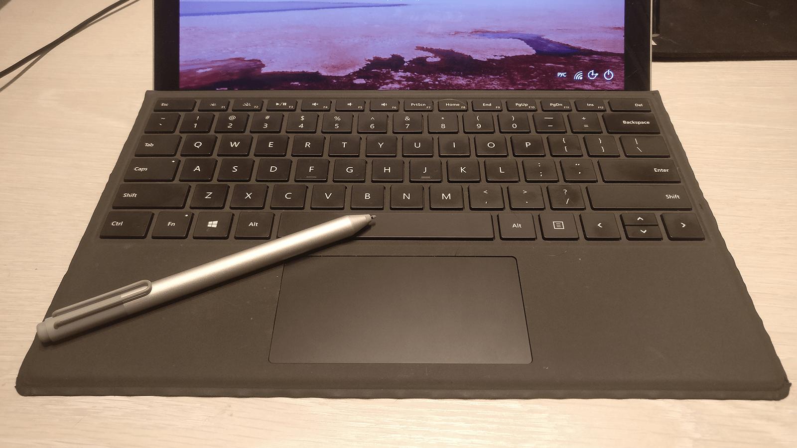 Память рук — замечательная вещь. На клавиатуре моего рабочего ноутбука нет кириллических букв, но я как-то написал эту статью. Просто пальцы сами тянутся к нужным клавишам
