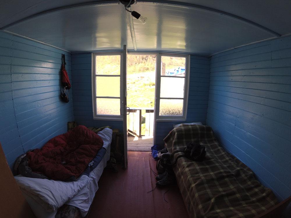 Двухместная комната в Безенгах: 800 р. с человека в день. Миша и Надя жили в такой 3 недели