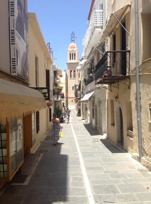 Узкая улочка в Старом городе Ретимно
