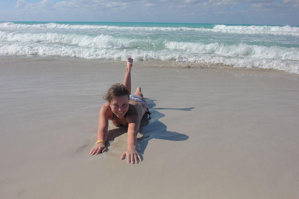 Это я лежу на кубинском пляже
