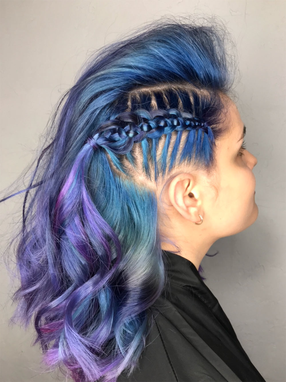 Потом ястала искать моделей сцветными волосами: нанихпрически выглядят привлекательнее