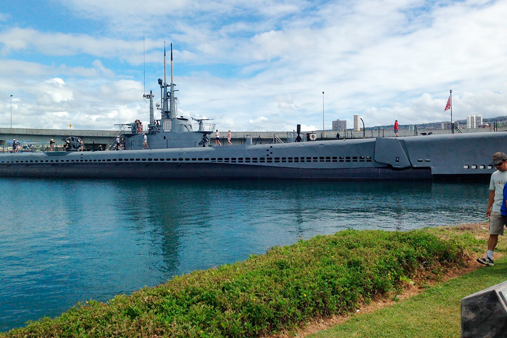 Подводная лодка-музей «Боуфин». Мост ведет наостров Форд и вовторую часть музея