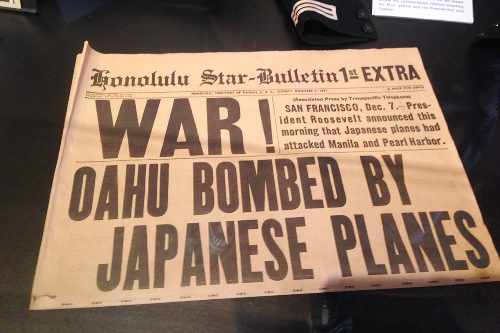 Заголовок архивного экстренного выпуска газеты «Гонолулу-cтар», посвященного нападению японского флота наПерл-Харбор
